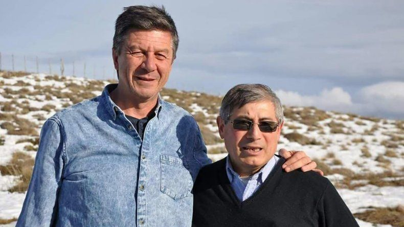Gustavo Menna junto al candidato a jefe comunal por Aldea Beleiro
