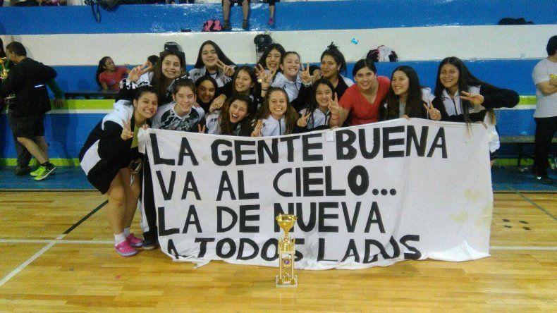 El plantel femenino de Nueva Generación que conquistó el título.