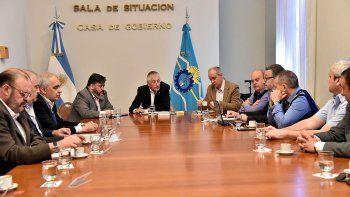 En Casa de Gobierno, el ministro Coordinador de Gabinete, Jerónimo García, encabezó ayer una reunión con directivos de YPF, Petrominera y funcionarios del Ministerio de Hidrocarburos de Chubut.