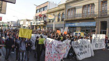 Más de 200 personas marcharon en defensa del transporte gratuito y para pedir garantías en el funcionamiento del servicio público.