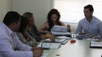 La ministro de Salud, Rocío García –centro–, recibió el miécoles a los representantes de APROSA.
