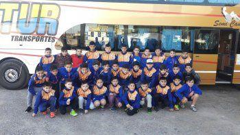 Los chicos de las categorías 2005 y 2007 de la Comisión de Actividades Infantiles que participarán en la Fiesta Nacional de Fútbol Infantil que se realizará en Sunchales, provincia de Santa Fe.