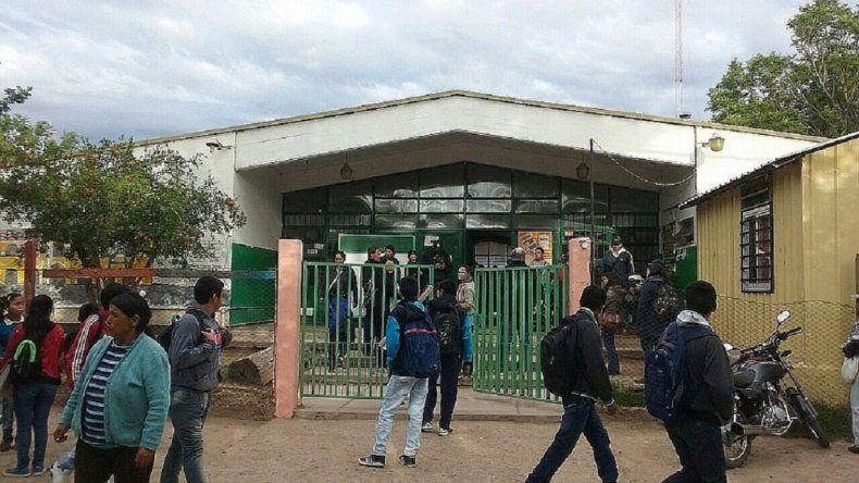 Un chico de 12 años llevó un arma cargada a la escuela en su mochila