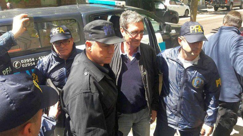 Un profesor fue detenido por arrojarle huevos a Macri