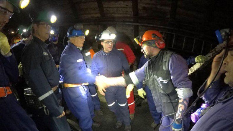 Aranguren visitó la mina y prometió terminar la central termoeléctrica