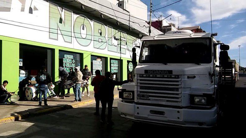 Trabajadores de Brothers Trucks amenazan con profundizar las medidas