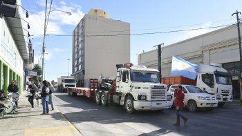 Los camioneros de Brothers Truck reclamaron el pago con una nueva protesta y cruce de camiones. Esta vez fue en San Martín y Güemes, donde bloquearon uno de los carriles.