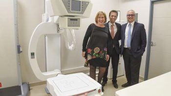 Graciela Hernández, directora de Penta, acompañada de Sebastián Abalo Araujo, director médico de Penta, y de Ernesto Dahinten, director de Diagnos, inauguraron la nueva sede en Kilómetro 3.