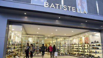 En 25 de Mayo 954 Calzados Batistella abrió su primer local del sur del país.
