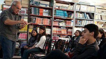El especialista en lectura y escritura, Gerardo Cirianni, estuvo nuevamente en Chubut y visitó escuelas de Comodoro Rivadavia y Sarmiento.