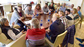 El encuentro que Mario Das Neves mantuvo ayer con integrantes de su gabinete y diputados provinciales.