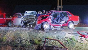 Un muerto y cinco heridos en choque frontal de autos