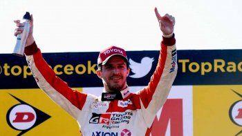 Matías Rossi festeja su triunfo en la segunda carrera de la Top Race V6.