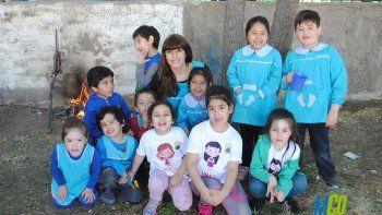 Los alumnos del jardín 28 de Caleta Olivia realizaron un proyecto sobre las costumbres de los Tehuelches en Santa Cruz y cocinaron carne de guanaco.