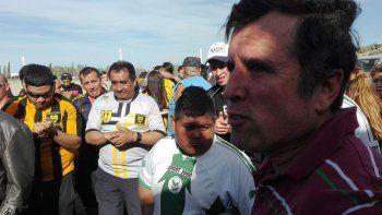 Ricardo Fueyo hizo campaña en supermercados, donde escuchó los reclamos de la gente.