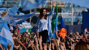 Ante más de 100 mil personas, Cristina Kirchner pidió votar por Unidad Ciudadana el domingo.