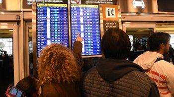El viernes los trabajadores de Aerolíneas Argentinas y Austral realizaron asambleas y se suspendieron vuelos en todo el país. Hubo más de 40.000 pasajeros afectados.