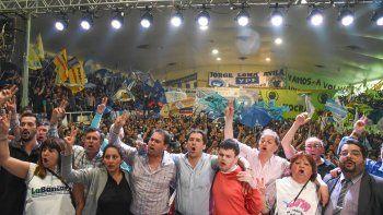 El acto para conmemorar el Día de la Lealtad Peronista se realizó ayer en el gimnasio municipal 1. Los discursos alentaron a la unidad de los gremios para poner un freno de las políticas que impulsa el Gobierno nacional.