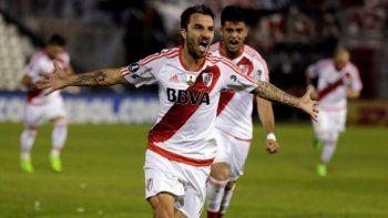 Ignacio Scocco reaparecerá esta noche en la delantera titular de River.