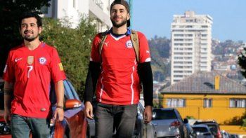 chilenos viajaban caminando a rusia y en peru se enteraron que quedaron eliminados