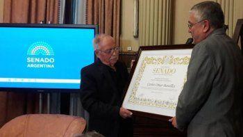 un emocionado carlos omar fue homenajeado en el senado de la nacion
