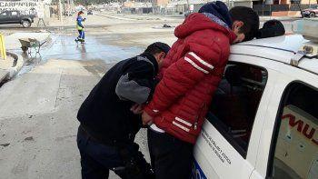 dos jovenes con rebeldia  capturados por la policia