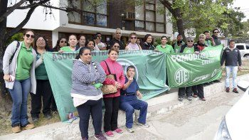 En Supervisión de Escuelas se movilizó ATE Chubut en reclamo a la apertura de paritarias y el pase a planta de 25 trabajadores de ATE Comodoro.