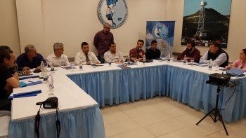 La reunión cuatripartita que se desarrolló en la sede Comodoro Rivadavia del Sindicato de Petroleros Jerárquicos de la Patagonia Austral.