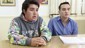 Roberto Oyarzún es uno de los creadores de la App Llamada de Emergencia, proyecto que fue asesorado por el docente Sebastián Barría.