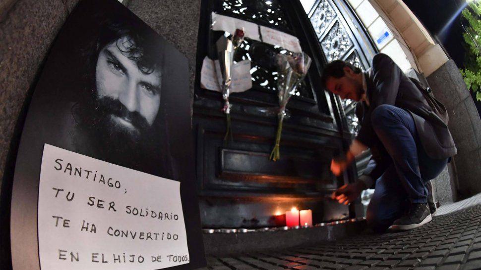 Ochenta días después de su desaparición, ayer se confirmó que el cuerpo hallado el último martes en el río Chubut es el de Santiago Maldonado.