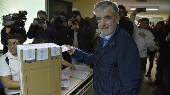 El gobernador al emitir su voto en las PASO del domingo 13 de agosto.