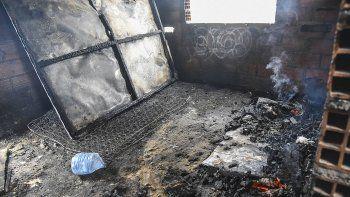 Los jóvenes que sufrieron principio de asfixia en la casa abandonada de Cerro Solo permanecen en terapia intensiva.