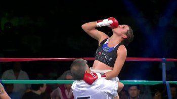 Daniela Bermúdez festeja su victoria por puntos la noche del viernes en Jujuy.