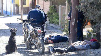 Los hombres que andaban armados a bordo de una moto fueron detenidos ayer por la mañana sobre la calle Enrique Corcoy.