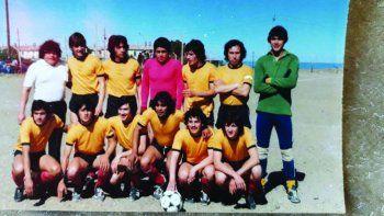 Con el plantel de Deportivo Portugués, donde creció de la mano de Jorge Coco Bersán como DT y Luis Pila Páez como PF.