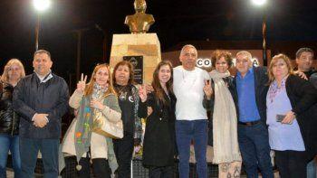En Cañadón Seco se inauguró un busto que perpetúa la memoria de Néstor Kirchner.