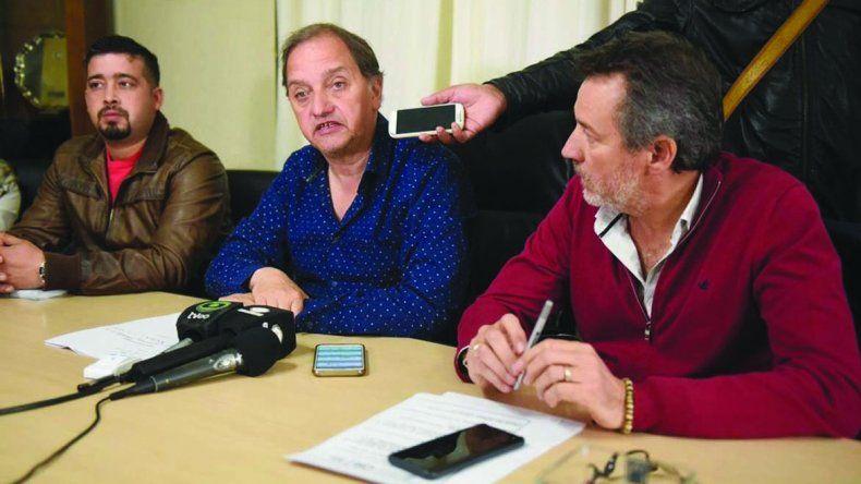 El intendente Carlos Linares presidió la licitación de la ampliación de la red de gas para el barrio Malvinas Argentinas.