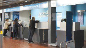 Los vuelos que Aerolíneas Argentinas iba a realizar hoy fueron reprogramados para mañana y el jueves.