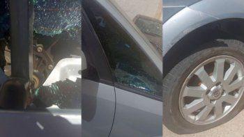 Locura en pleno centro: pensó que lo chocaron y destruyó un auto estacionado
