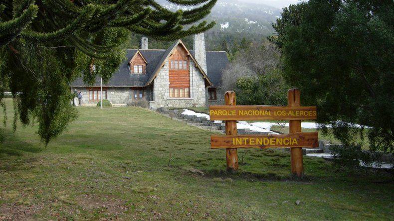 Una de las obras destacadas cuenta en detalle las características del Parque Nacional Los Alerces.