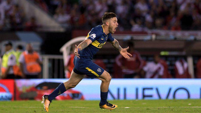 Naitan Nández festeja en el Monumental el segundo gol de Boca.