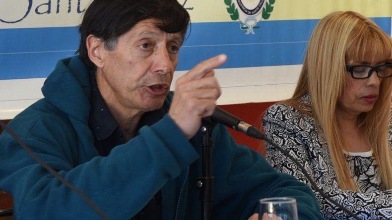 El polémico concejal Rubén Martínez acusó a los medios periodísticos de estructurar una campaña para quitarles a los vecinos los terrenos que él entregó por fuera de las estructuras legales.
