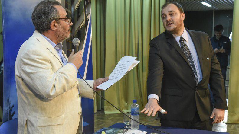 En su primer discurso el nuevo rector Carlos De Marziani defendió la gratuidad de la Universidad pública.