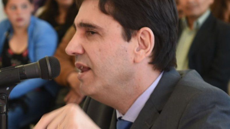 Pablo Calicate dijo que la prolongada ausencia del intendente Facundo Prades genera problemas institucionales que deben ser resueltos de manera prioritaria.