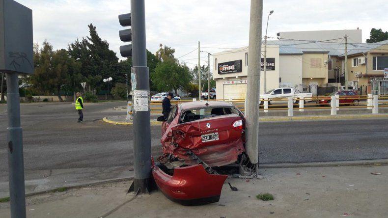 Chocó un móvil del GEOP y un policía se fracturó