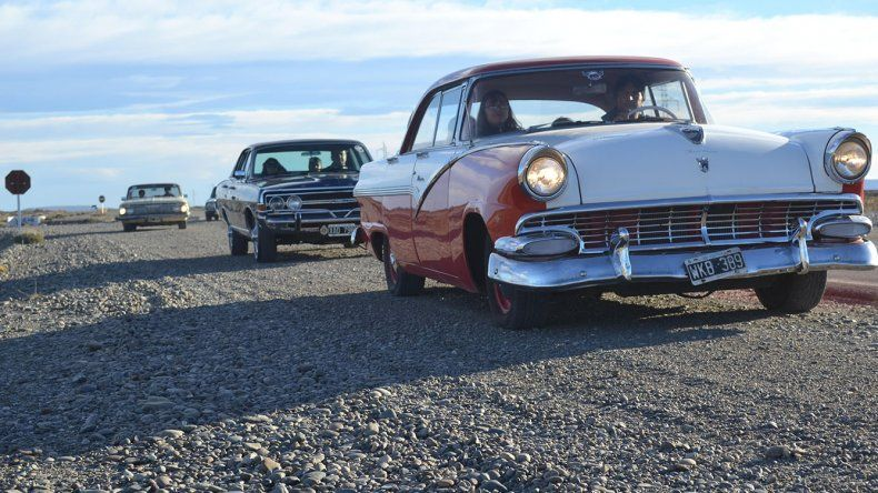 Desafiando la estepa patagónica los autos clásicos animarán el 8vo Rally.