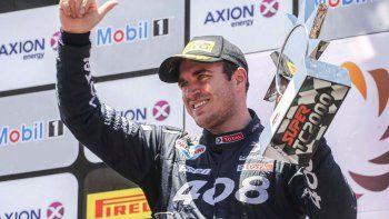 Mariano Werner festejando en el podio el domingo en el autódromo El Zonda de San Juan.