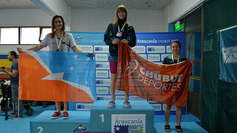 Julieta Lema logró una medalla dorada en la natación.
