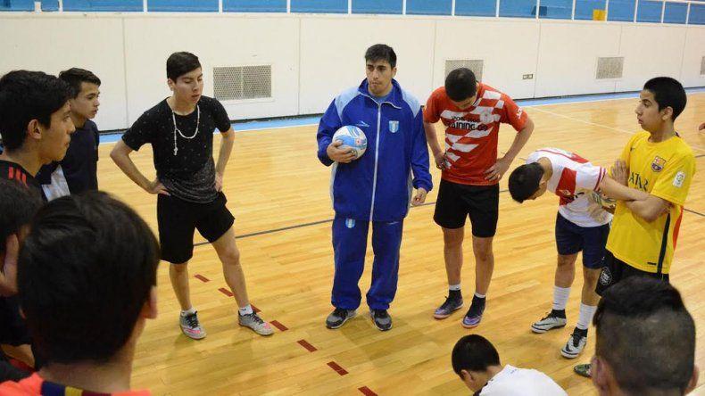 Alejandro Soto es el entrenador de la selección de Cadetes que desde este fin de semana disputará en Buenos Aires el Campeonato Argentino de futsal.