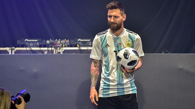Messi presentó a Telstar 18,  el balón del Mundial de Rusia